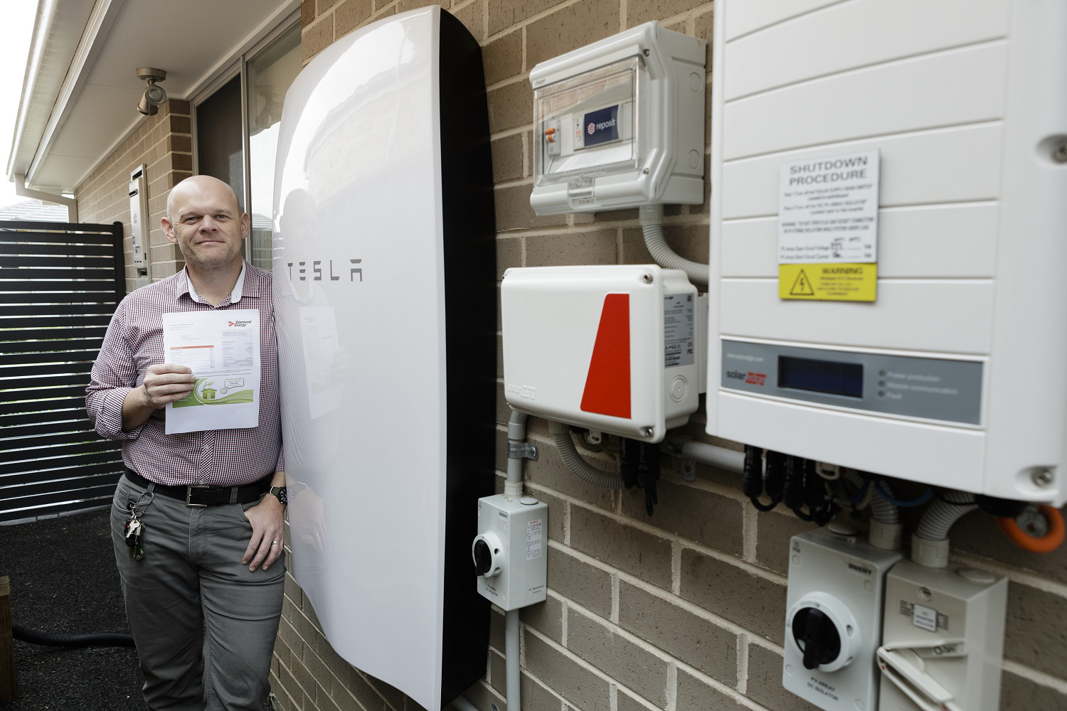 Tesla Powerwall Home Battery And Solar System Helps